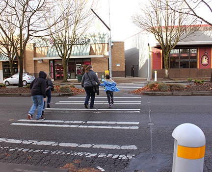 Pedestrians run across State Route 522, aka Lake City Way. (LCL photo)